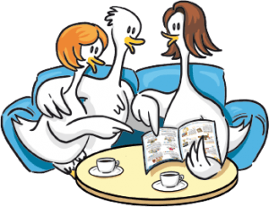3 oies sur un canapé bleu partageant le café en découvrant le catalogue Oika Oika
